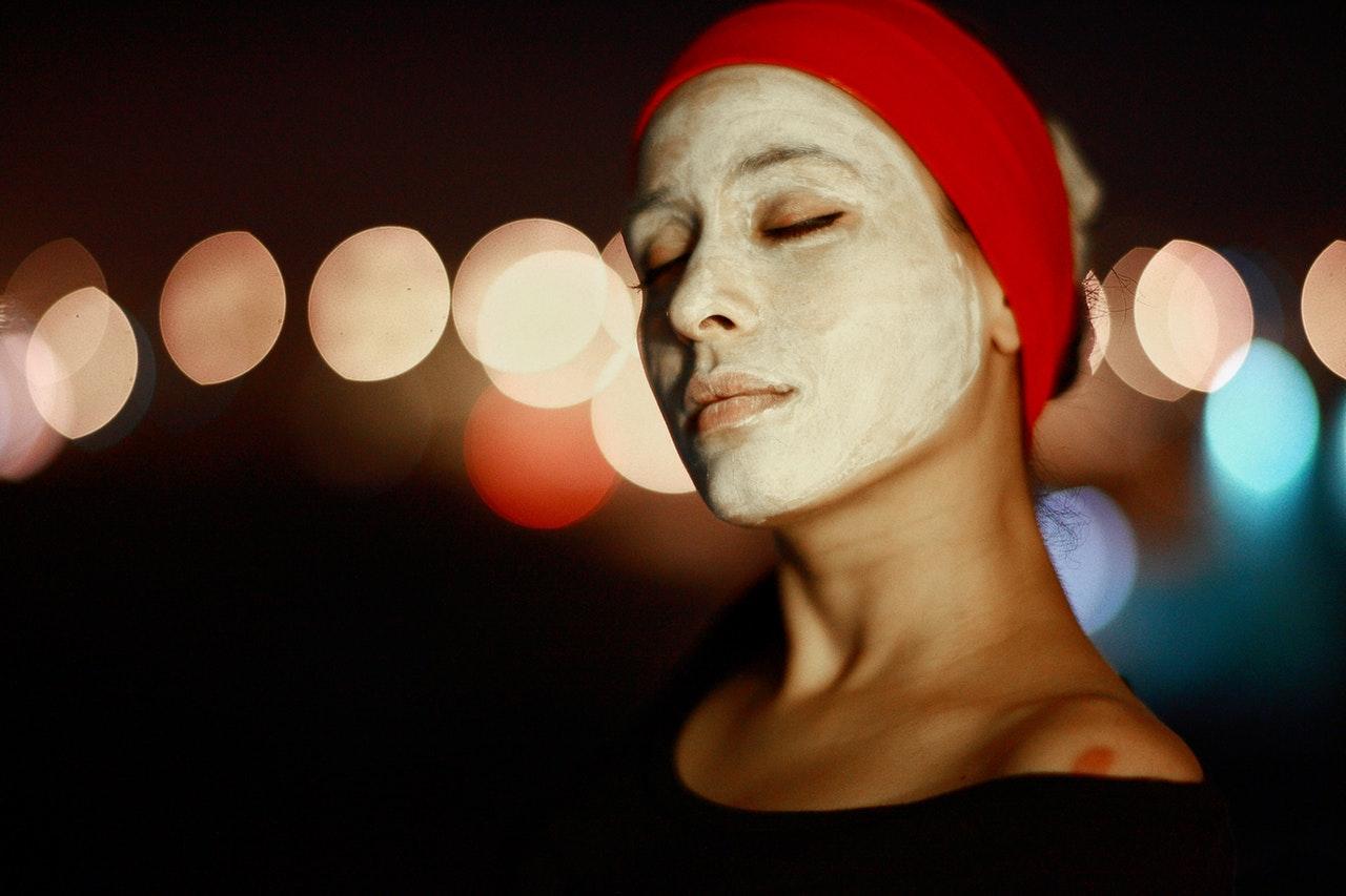 Badem yağı maskesi ile yaşlanma belirtilerini önleyin